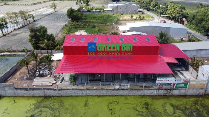 Nhà xưởng lợp tôn ngói nhựa Xanh GreemBM tôn nhựa màu đỏ đô